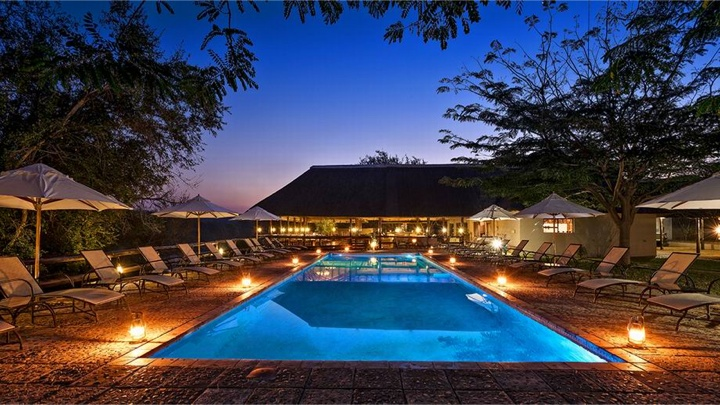 Sydafrika, Nyati Safari Lodge, pool aften